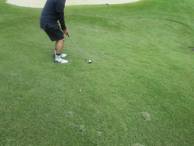 ゴルフで悔しい『アプローチのだふり』たった一つの解決策!