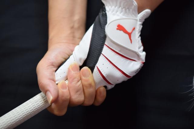 【ゴルフ上達】グリップが緩むのは力み過ぎが原因!