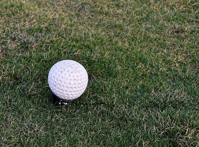 【ゴルフ教えて!】ティーグラウンドの色はどうやって決める?