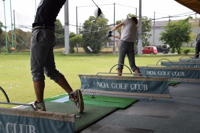 ゴルフの打ちっ放しにはどんな服装で行っても大丈夫です!