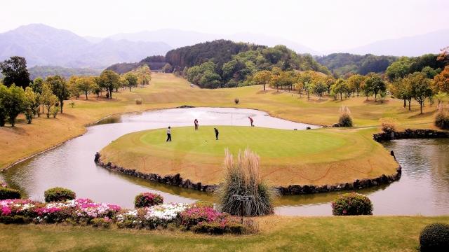 【ゴルフ教えて!】知って得するゴルフルール!赤杭の対処法