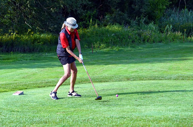 【ゴルフ上達】右足を上手く使いこなして飛距離を伸ばす!