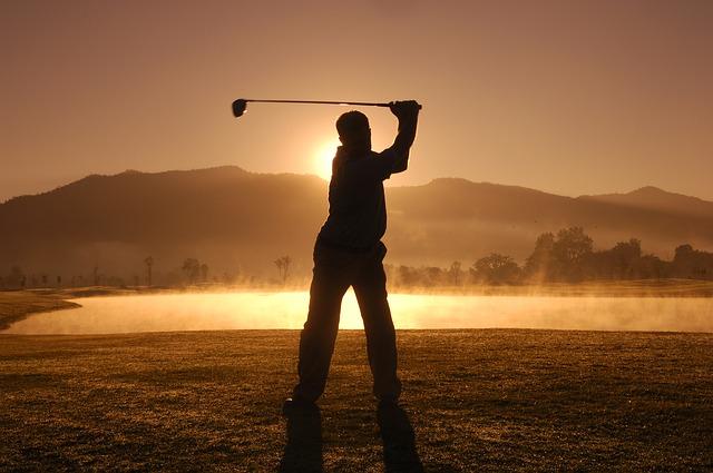 ゴルフ初心者へ!上達のコツは切り返し時の左肩の使い方
