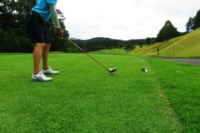 知りたい!ゴルフで左足がずれるスイングは良くないのか!?