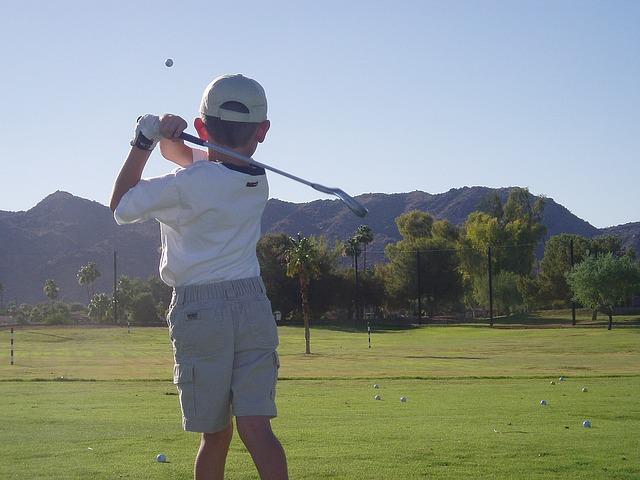 子供のゴルフを上達させるには。スイング動画を活用しよう!
