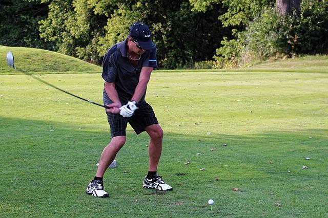安定したゴルフスイングは切り返し時に体に腕をくっつける