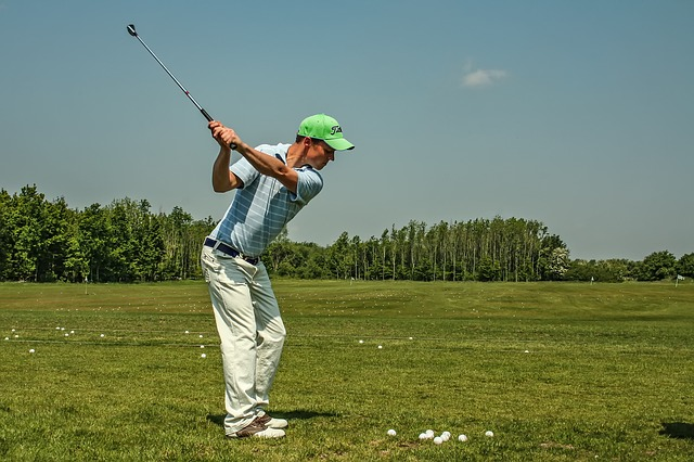 ゴルフスイングにてアドレスでは左腕を伸ばす方がよいのか?