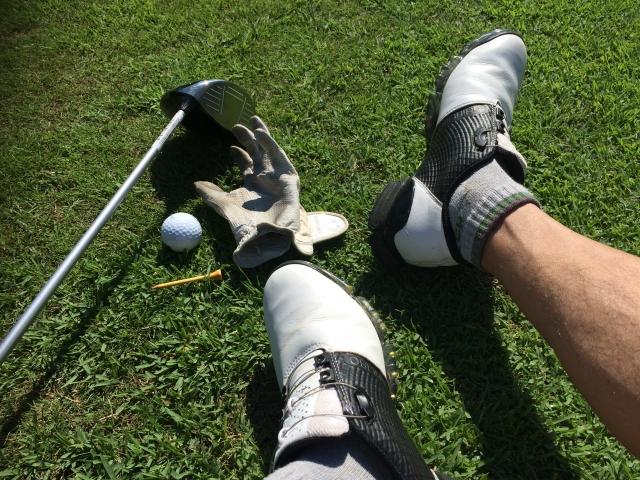 気づけばゴルフで靴の内側がボロボロ。それってなんでなの?