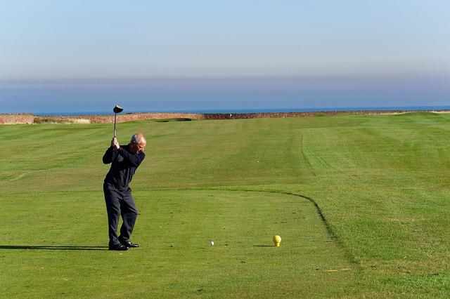 ゴルフでは左腕伸ばすアドレスがスイングによい事だと考える