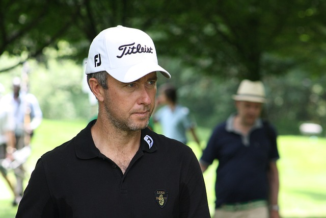 ゴルフの服装でカッコイイ男性を目指す上手な着こなし術