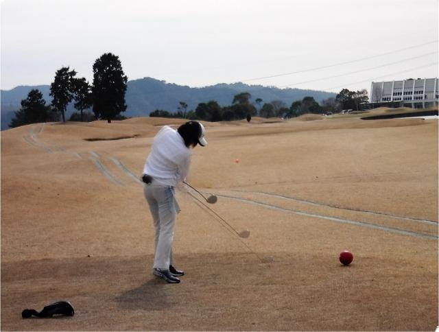 インサイドアウトに振る為に、ゴルフスイング動画を活用する