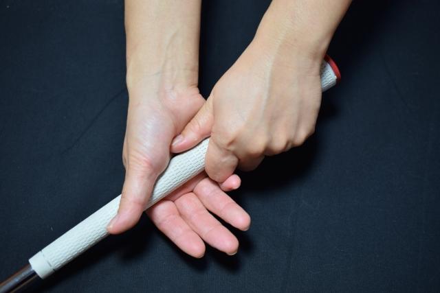 ゴルフで左手首の痛みはインパクト時の衝撃が原因の事が多い