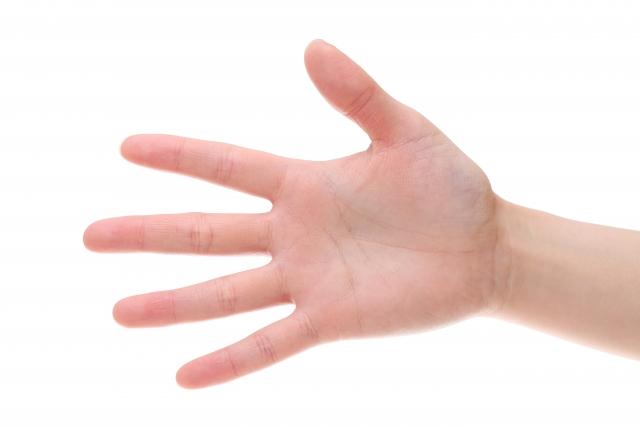 ゴルフ特有の症状?右手の薬指がしびれる原因とは
