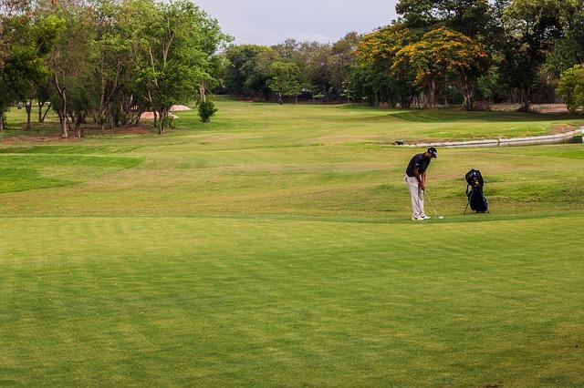 【ゴルフのマナー】芝に目土をかけすぎるのはダメ行為!