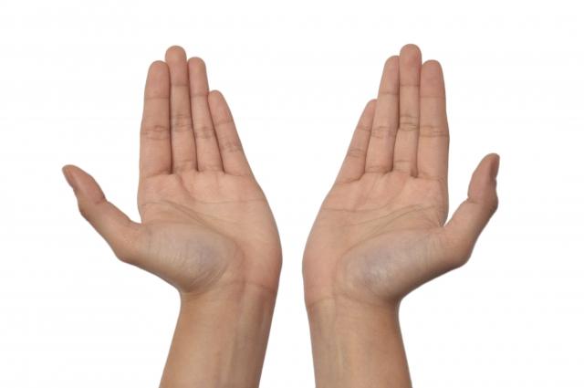 右手と左手の力や大きさの違いを知って正しい握り方にする