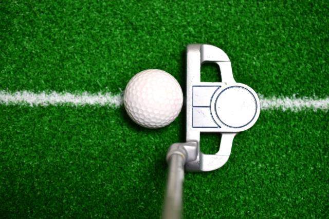 利き目でボールの位置が変わる!あなたの利き目は左右どっち?