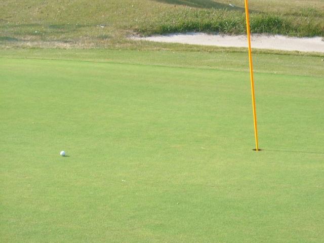 ゴルフラウンド中に目の距離感がおかしいときの原因と対策
