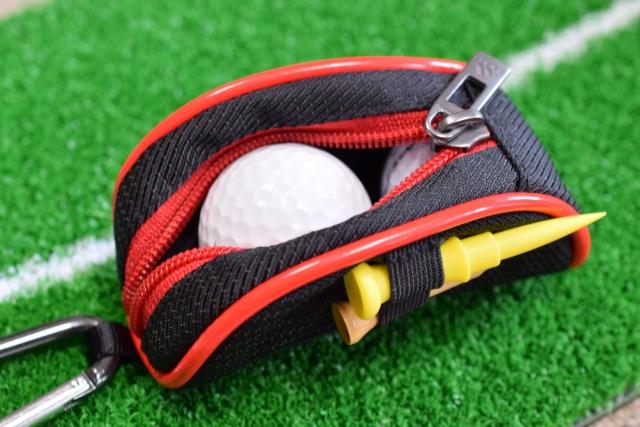 ゴルフボール、ティー、ケース、忘れてはいけない小道具たち