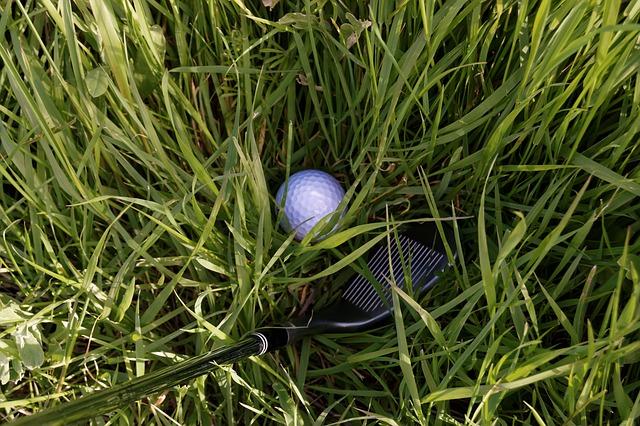 ゴルフ場の様々なラフからの打ち方とクラブ選択方法伝授!