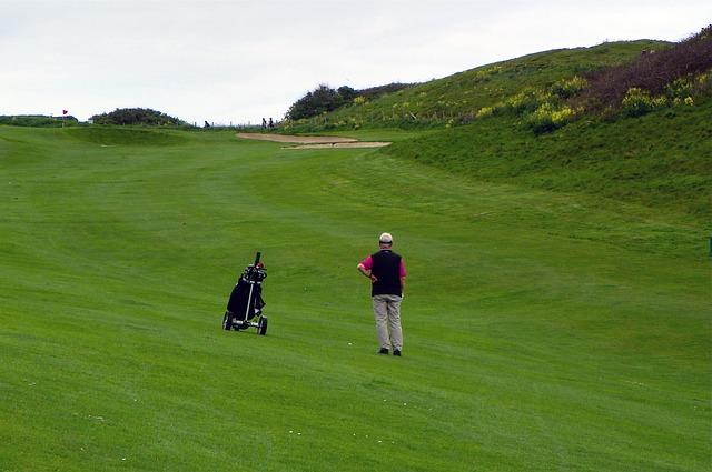 ゴルフ場の傾斜が簡単に打てるようになる練習器具を作ろう