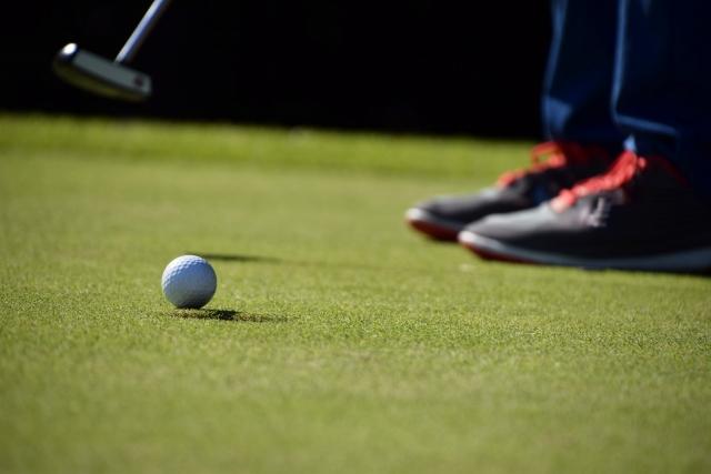 ゴルフ専用ナビを使ってグリーンの傾斜は読むことができる?