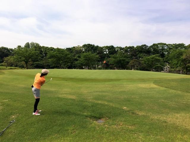 アプローチが得意な女性ゴルファーは強い!男性にも勝てる!