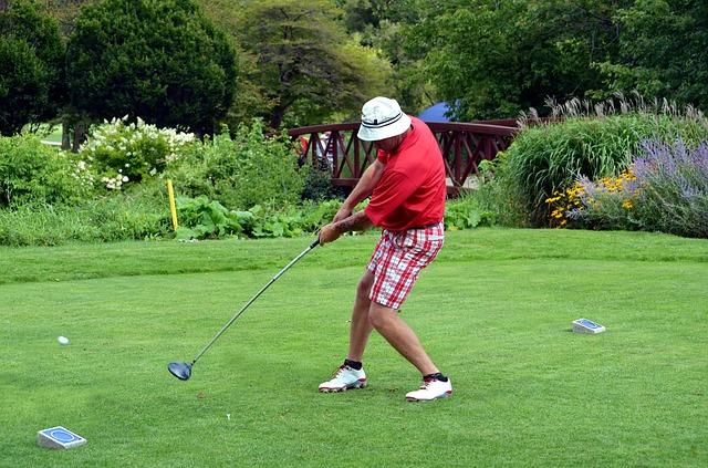 左利きがゴルフを始める時はレフティのままの打ち方で良い?