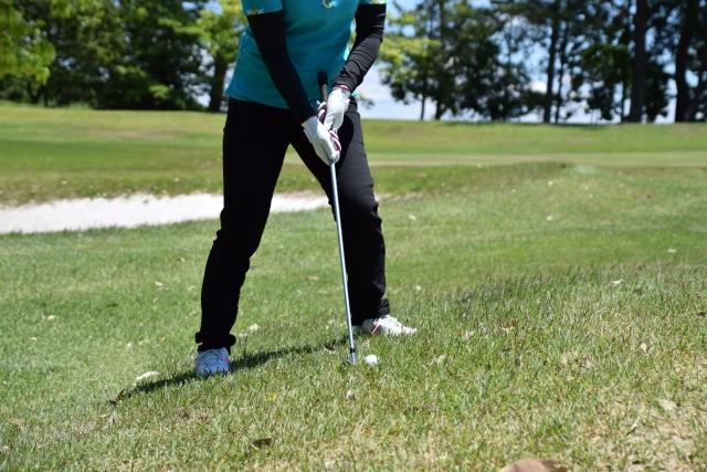 ゴルフで上達するには自作の傾斜ショットマットが効果的