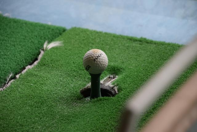 ゴルフ練習場のボールならちょっとスライスぐらいが丁度良い
