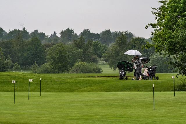 ゴルフスイングでグリップが滑るのは雨が原因ではない!?