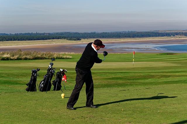 ゴルフスイングが綺麗に見えるスイングプレーンの練習法
