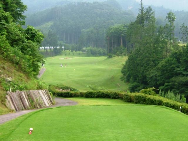 ゴルフ場で急勾配の打ち下ろしでも距離を割り出す方法
