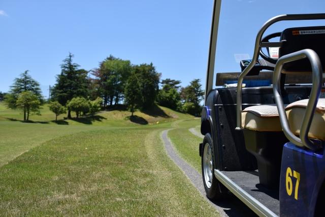 ゴルフカートを移動するのに便利なリモコンは誰が持つべき?