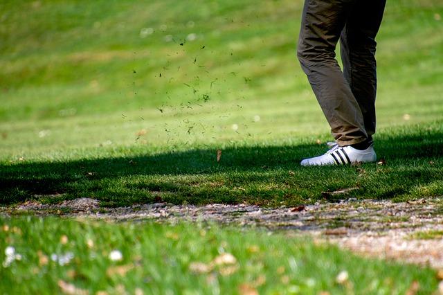 正しいゴルフスイングとはグリップをv字スイングすること?