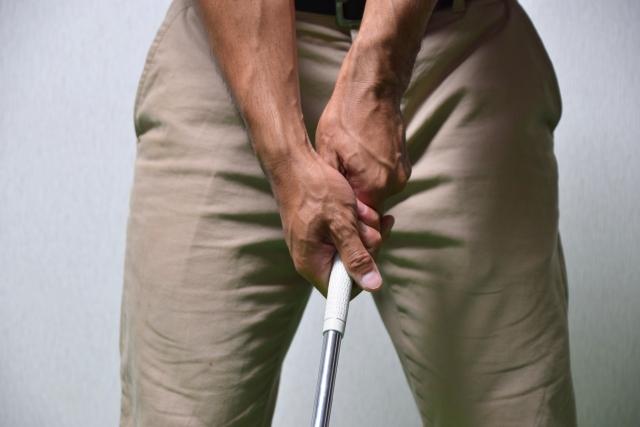 正しいゴルフのスイング、フックグリップの右手の形を考える
