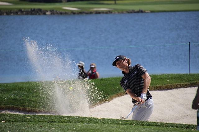 ゴルファーが苦手とするバンカーショットはバンスが使えない
