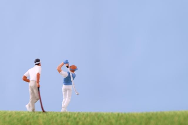 予約サイトなどで良く目にするゴルフ用語の「2サム」とは