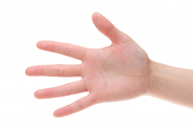 アプローチでは右手主導のスイングが良い理由と練習方法