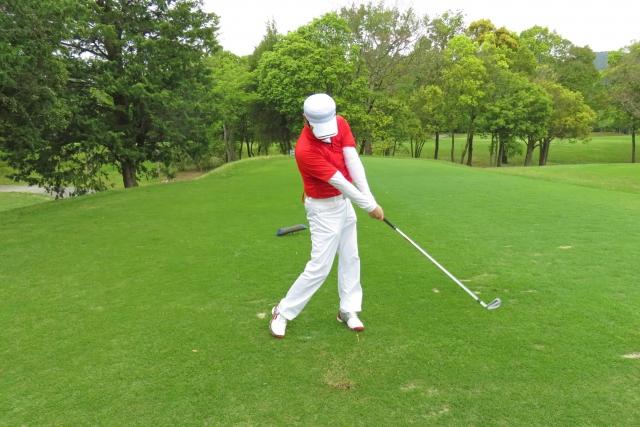 夏のゴルフの服装でアンダーウェアを着るのはマナー違反?