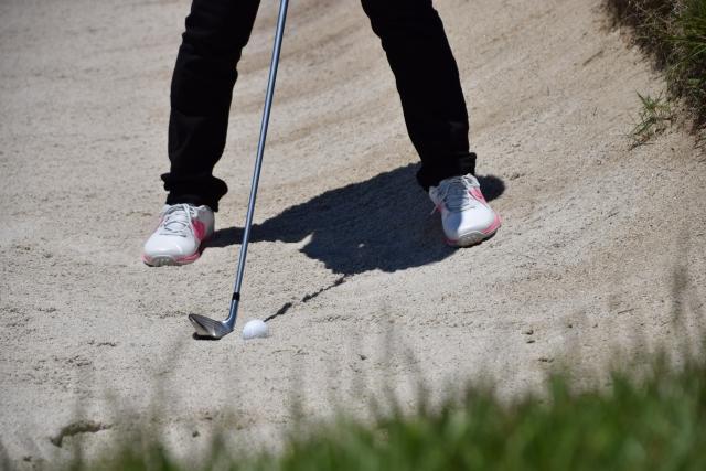 ゴルフ場のバンカーが苦手な人は普通のアイアンショットで!