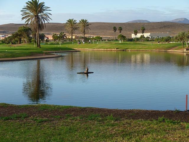 ゴルフ場の池がペナルティエリアになるとプレーは遅くなる?