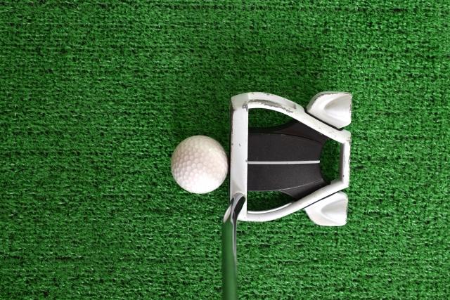 ゴルフで苦手なパターはボール位置を変えるだけで上手くなる
