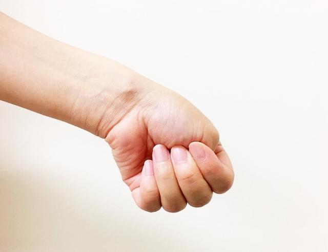 ゴルフによる左手のしびれの原因とその対策法まとめ
