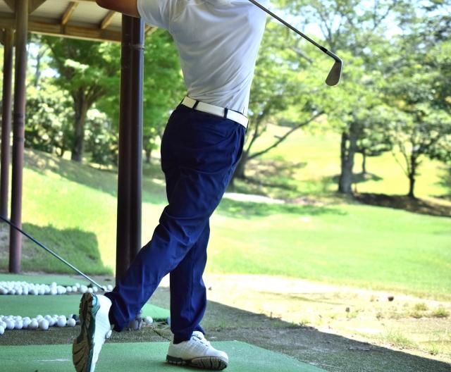ゴルフの打ちっぱなし練習場にもファッションの決まりがある