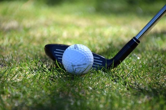 ゴルフで難しい残り200ヤード。5Wと3Uのベターな選択を検討