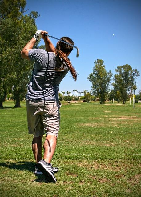 ゴルフスイングでフィニッシュがよろける原因とその対策方法