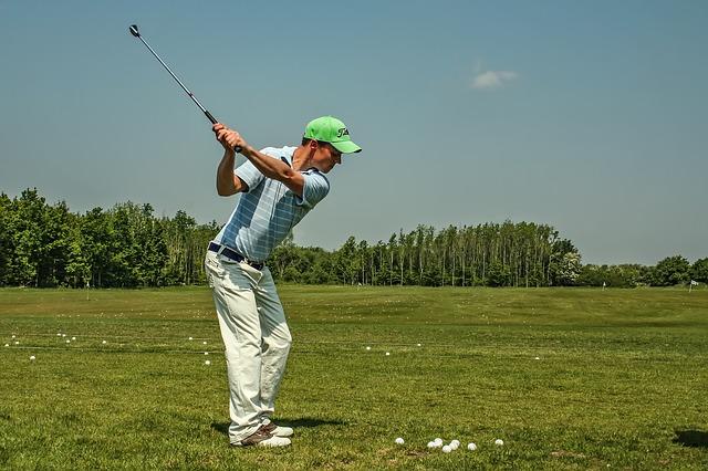 ゴルフクラブをテークバックする時に右肘をたたむタイミング