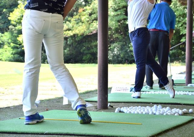 最強のゴルフスイングと言われる【べた足】スイングのコツ