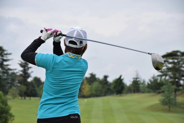 ゴルフの服装でインナー着用のレイヤードスタイルはあり?