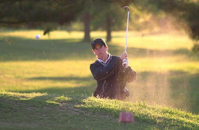 ゴルフで苦手なバンカーショットを成功させるグリップとは